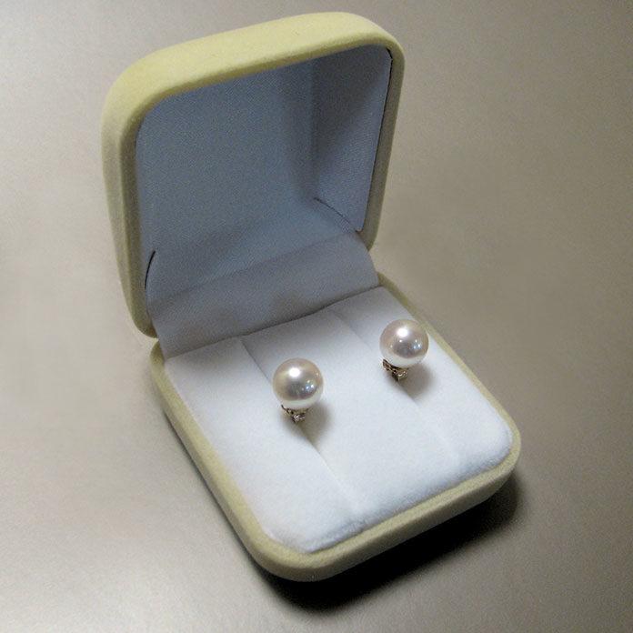 Kolczyki złote z perłami – biżuteria idealna